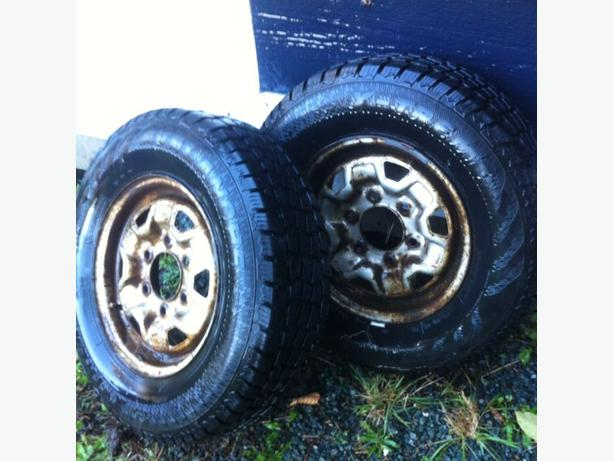 pair 205/75/14 snow tires