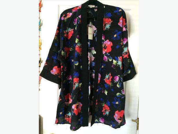 Woman's flower print kimono