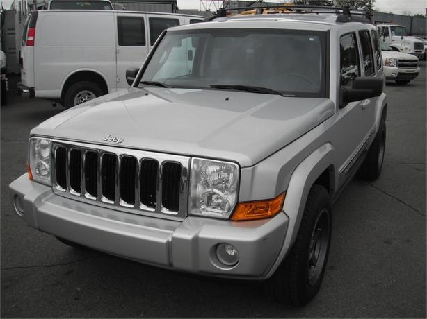 2010 Jeep Commander Sport 4WD 3rd Row Seating
