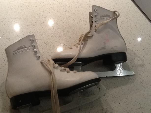 Figure skates size 3