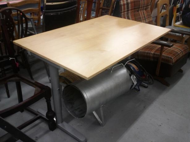 Simple Adjutable Desk