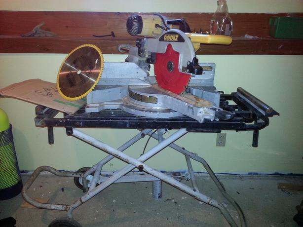"12"" DeWalt sliding compound mitre saw with Delta cart"