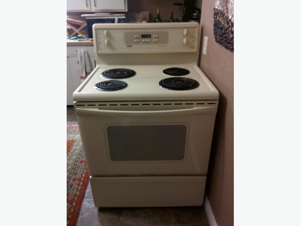 REDUCED- NEED GONE ASAP! Kenmore self cleaning stove/oven $50 takes it away