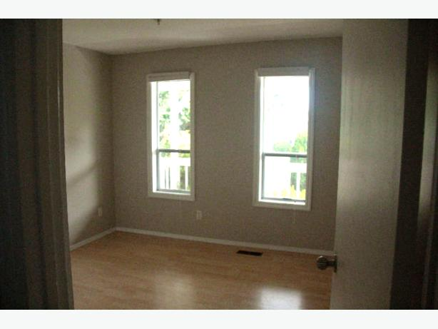 LARGE, BRIGHT bedroom available in beautiful home