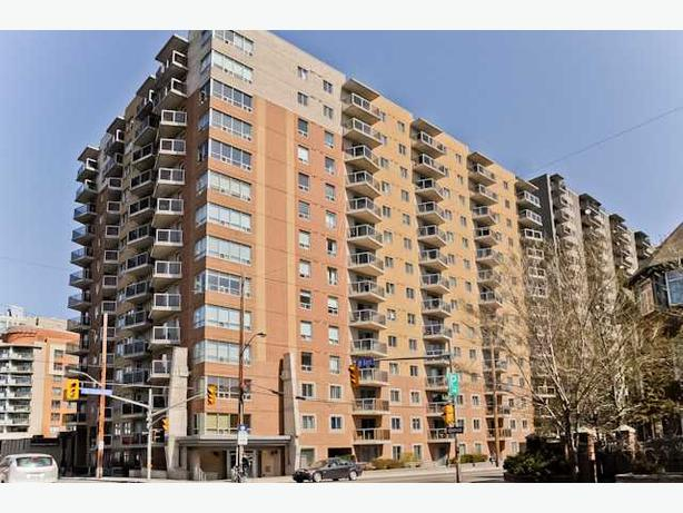 LOCATION! LOCATION! Downtown Ottawa 2Bed/2Bath Condo+Parking+Locker!