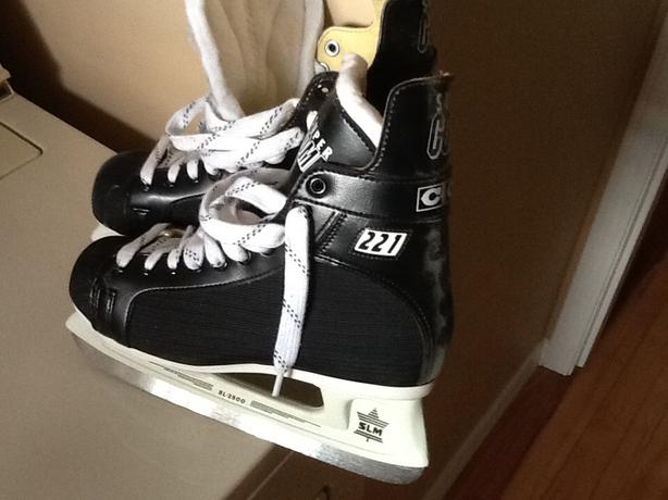 Hockey skates size 7.5
