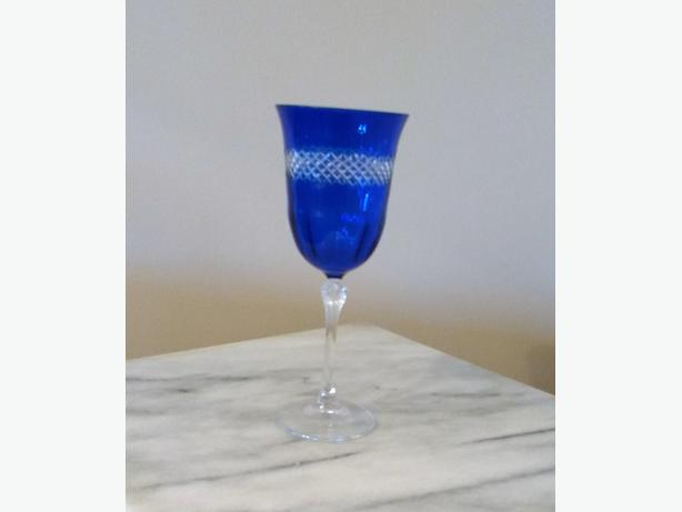 BLUE CUT TO CLEAR WINE GLASS