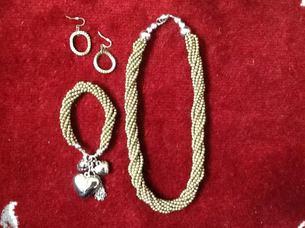 Elegant necklace, bracelet and earring set