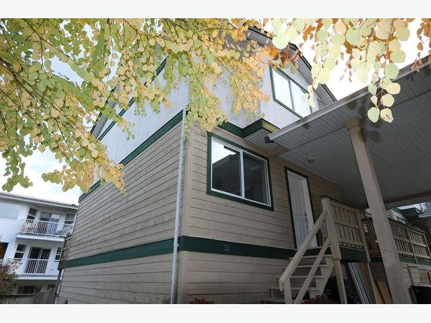 3 Bedroom Towhouse - Fully Renovated