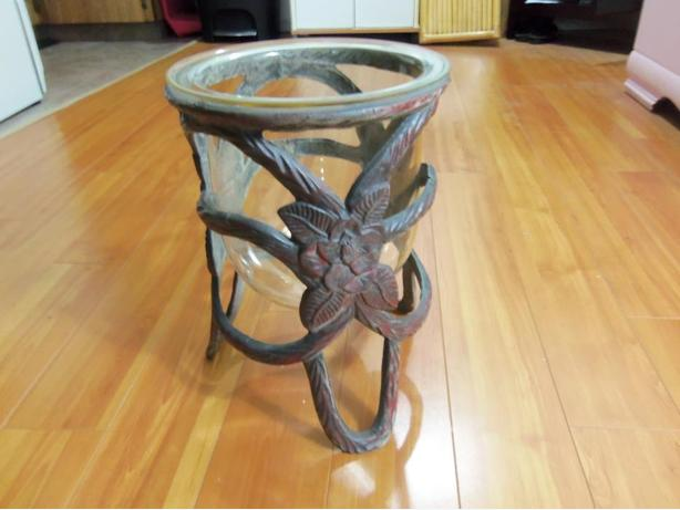 WROUGHT IRON STAND WITH HURRICANE GLASS INSERT