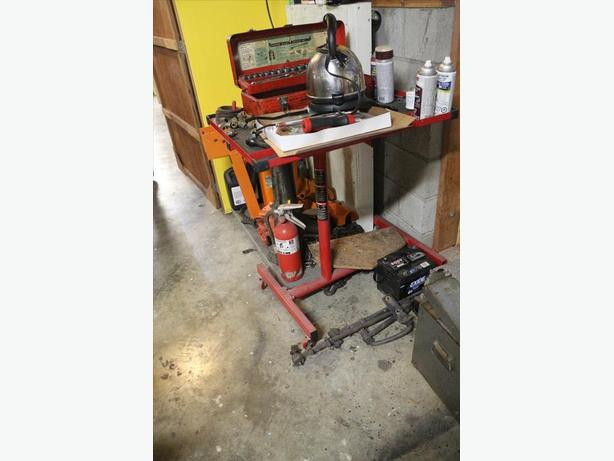 Tool tray stand on casters