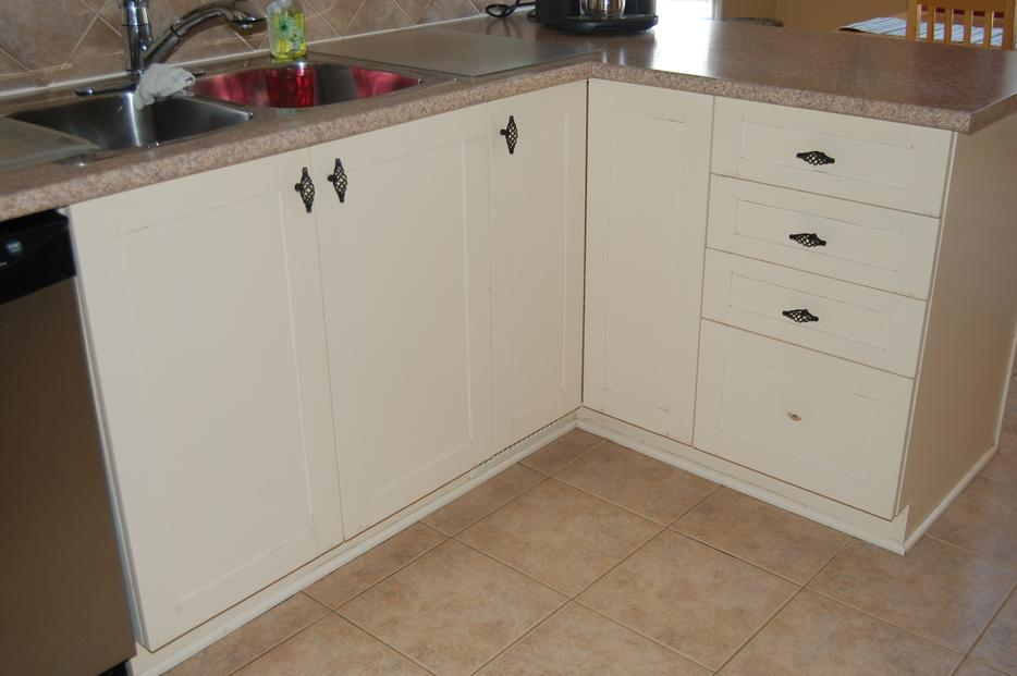 Kitchen cabinet doors and drawers including hardware for Kitchen cabinets kamloops