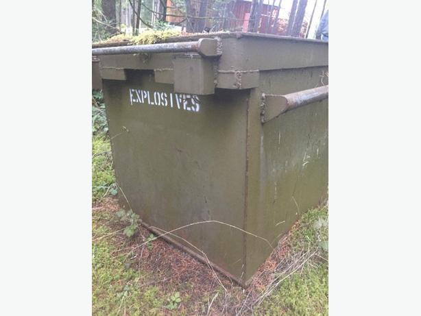 Cap   explosive  boxes