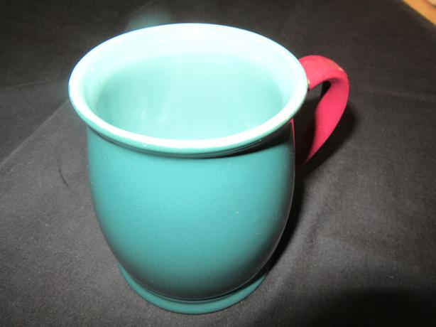 ASSORTMENT OF 10 COFFEE MUGS + 2 GLASSES
