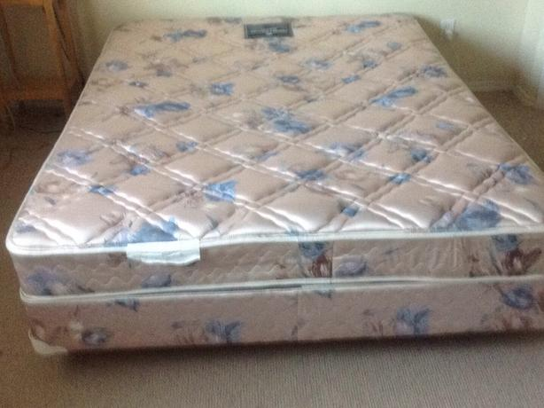 Sealy perfect posture Supreme Queen size boxspring and matress