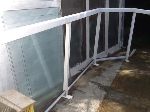 White aluminum Railing