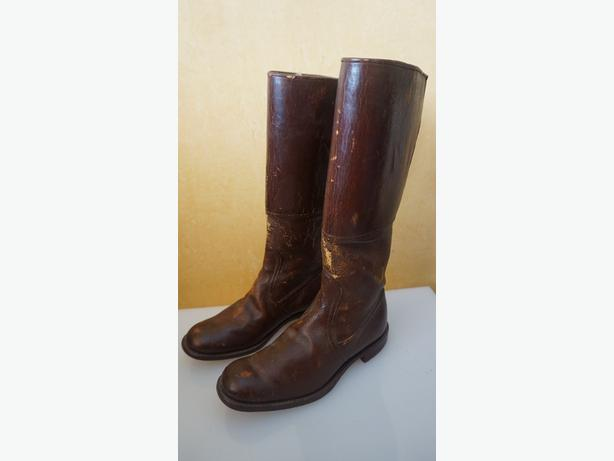 4U2C 1930's CHILD LEATHER RIDING BOOTS