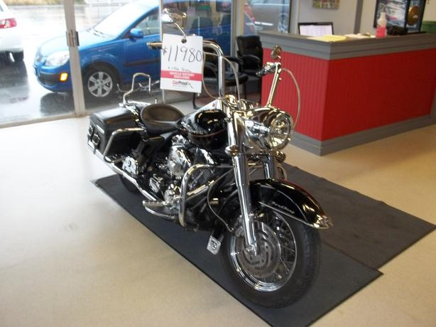 2000 HARLEY DAVIDSON ROAD KING-CALL HART AT 250 724 3221