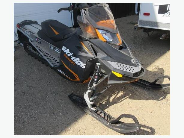 2014 Skidoo Summit Sport 600 Rev XP Snowmobile