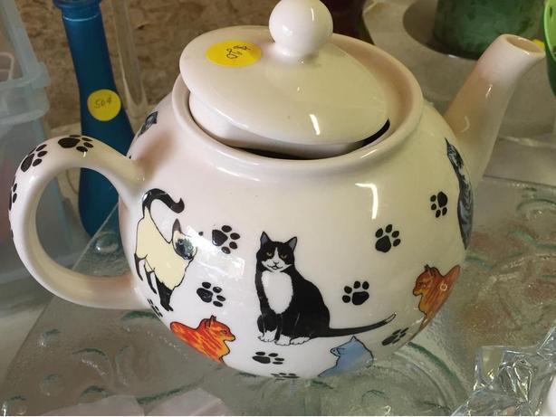 Cat-lover teapot