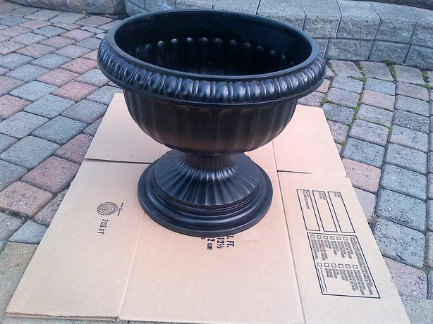 "DECORATIVE ASSORTED PVC 13"" 18"" 21"" ROUND FLOWER PLANT POT"