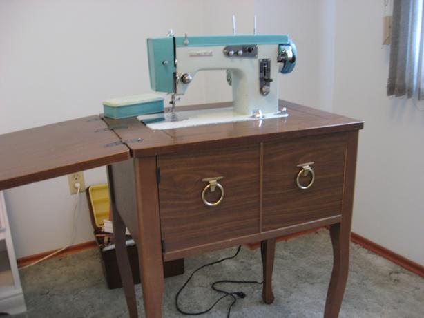 Classic 40WHITE 4040 Sewing Machine Victoria City Victoria Adorable White Sewing Machine Model 1265