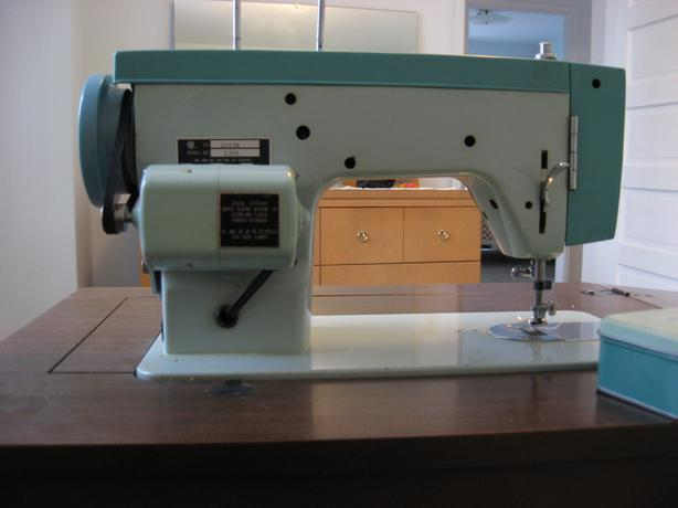 Classic 40WHITE 4040 Sewing Machine Victoria City Victoria Awesome White Sewing Machine Model 1265