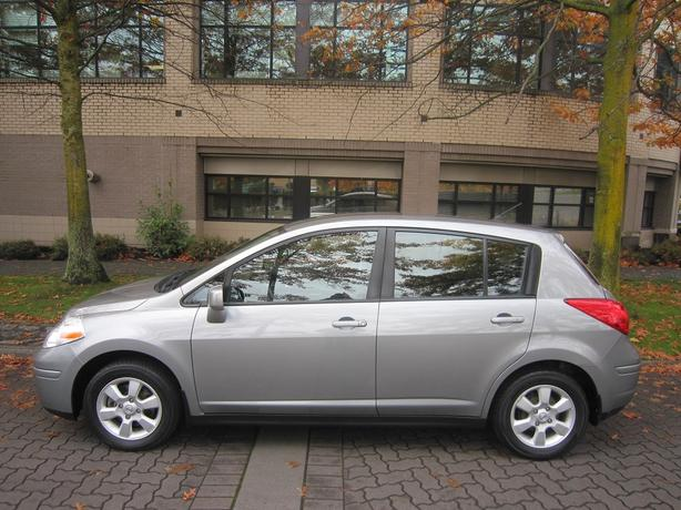 2009 Nissan Versa SL - NO ACCIDENTS!