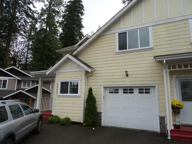 Lovely 3 bed 2.5 bath duplex w/ garage in Duncan