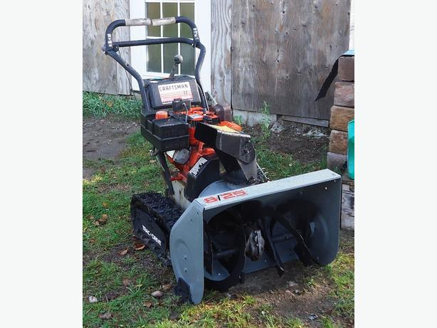 "A TRACK DRIVE CRAFTSMAN SNOWBLOWER 8HP - 25"" AUGER - IRON BRIDGE"