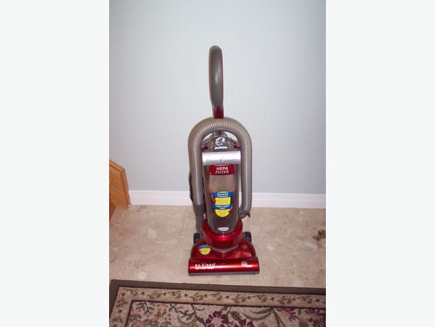 Eureka EZ Kleen Lightweight Bagless Vacuum