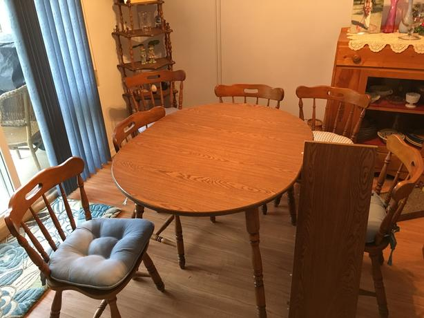 Dining Room Table & Chairs - $375 (South Surrey)