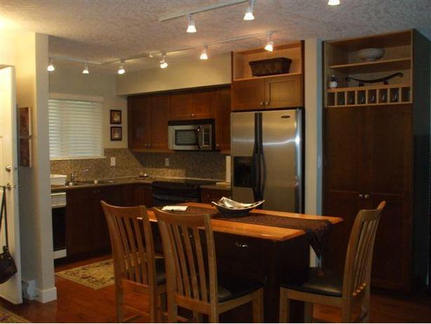 SHAWNIGAN LAKE CONDOS monthly rentals