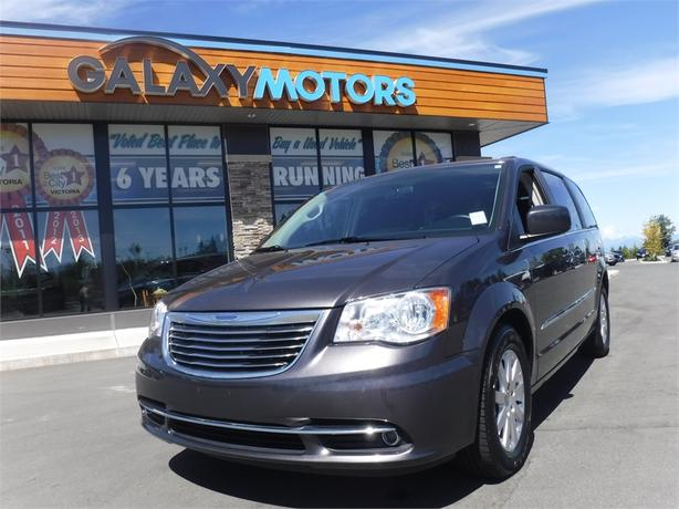 2015 Chrysler TOWN & COUNTRY Touring - Alloy Wheels, Satellite Radio