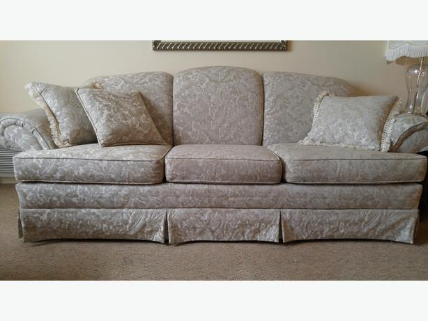 Three-seater Chesterfield