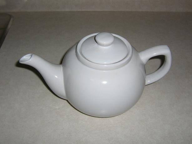 NEW - WHITE TEA POT - NEVER USED