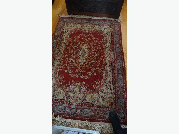 4u2c VINTAGE RED PERSIAN WITH MEDALLION CENTER