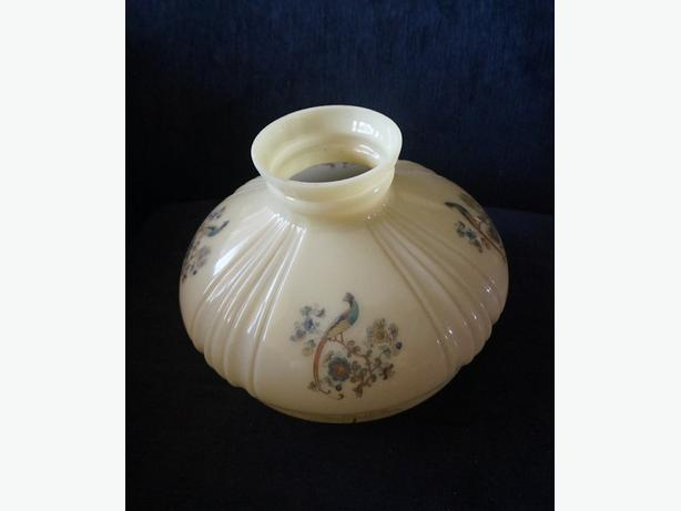 4U2C ALADDIN LAMP SHADE WITH SMALL CHIP HAIRLINE CRACK
