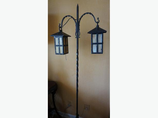 4u2c ANTIQUE WROUGHT IRON 2 LANTERN LAMP