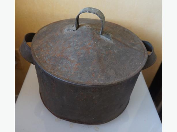 4U2C VINTAGE TIN METAL POT WITH HOLES IN THE BOTTOM