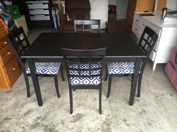 solid rubberwood black table and chairs west shore langford colwood