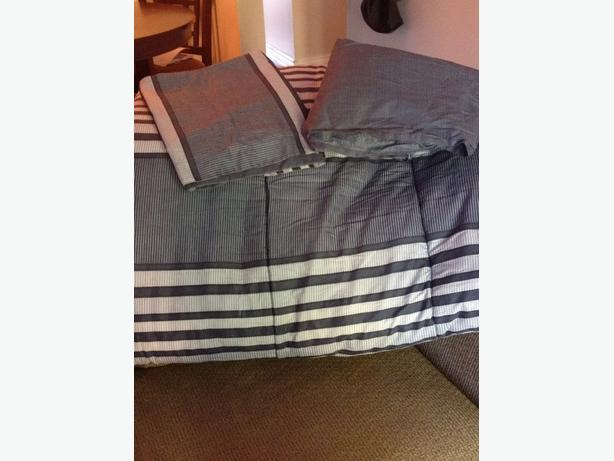 Reversible Twin Comforter, Pillow Sham & Bedskirt