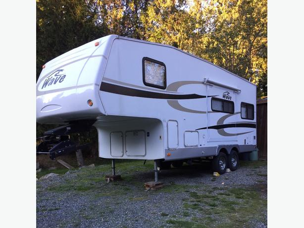 2008 Wave 24.5' 5th Wheel