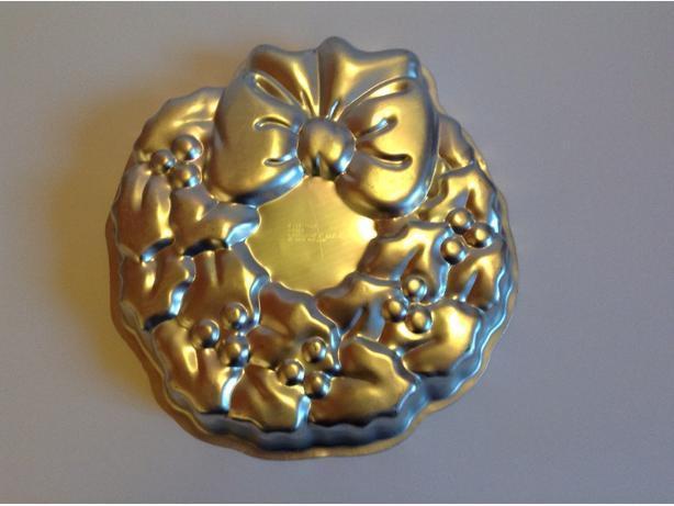 wilton christnas wreath cake pan