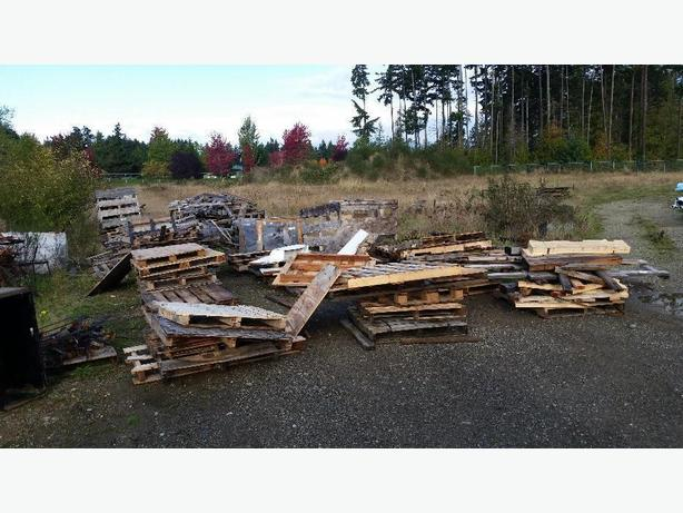 FREE: pallets/wood