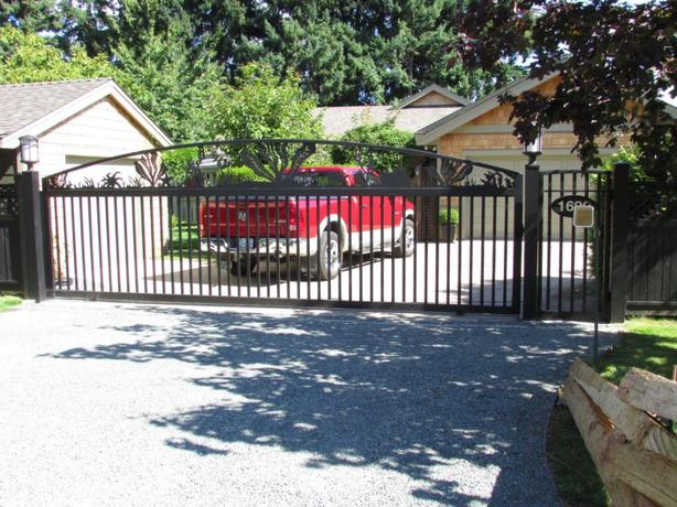 Custom aluminum driveway gates automated gate opening for Aluminum driveway gates prices