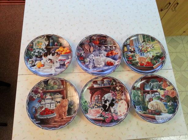 FREE:  Set of 6 Cat Plates