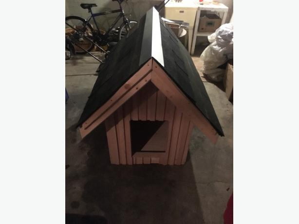 Rainproof Doghouse with Steel Flashing NEW