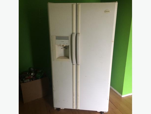 frigidare double door fridge with ice maker