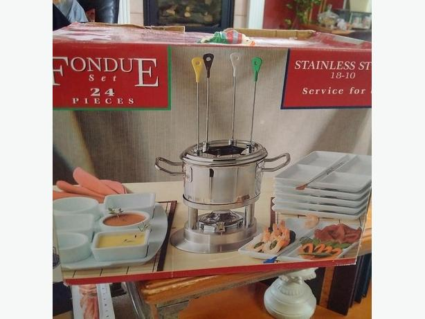 New 24 piece stainless (18/10) Fondue Set, includes 6 piece dish set
